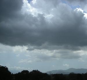 Allerta meteo, aperto il centro operativo comunale (Coc). Attenzione ai sottopassi