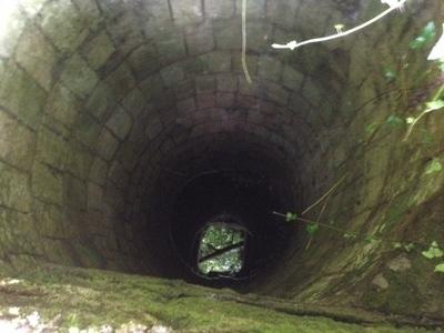 Cacciatore rischia di cadere in un pozzo. Avrebbe potuto costargli la vita