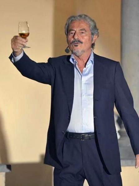Massimo Dapporto brinda ai successi del  vino di Orvieto
