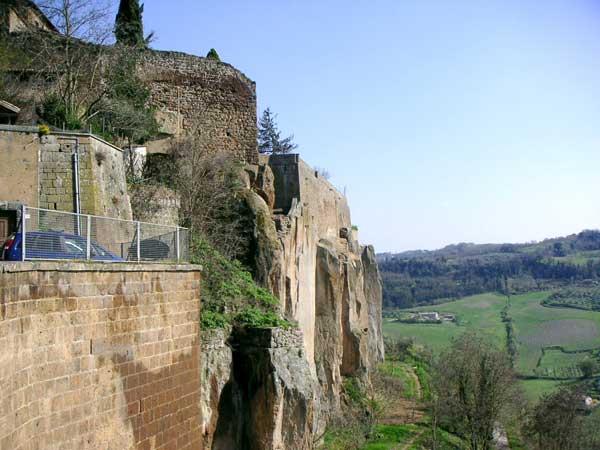 """""""Rilanciare la stagione della prevenzione strutturale dei centri storici"""", ancora attuale la Legge Speciale per Orvieto e Todi"""