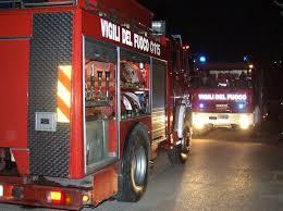 Cereali in fumo lungo l'autostrada, i VVff intervengono per domare le fiamme al motore di un autotreno