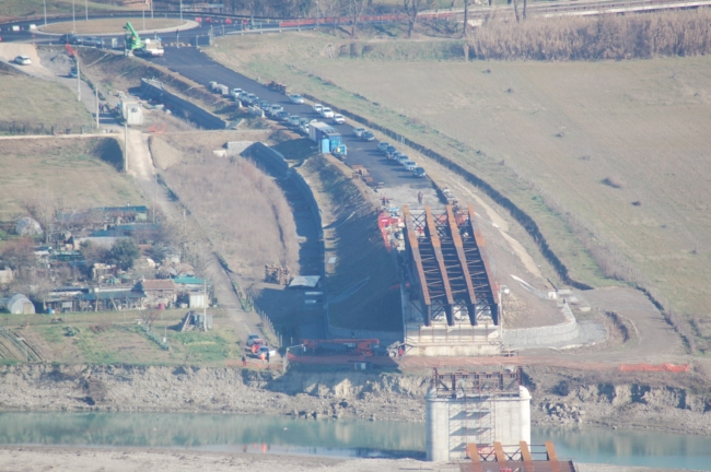 La costruzione del ponte per la Complanare