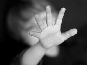 Abusi sessuali su minore, si indaga nell'ambiente familiare