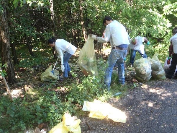 L'Eco dei Boschi con 100 volontari ha ripulito circa 300 metri di campagna a Narni
