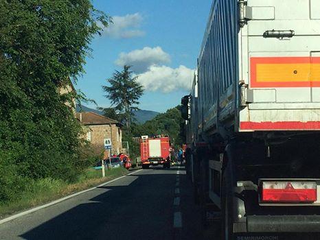 Frontale tra due mezzi lungo la Baschi-Todi, gravi i due conducenti