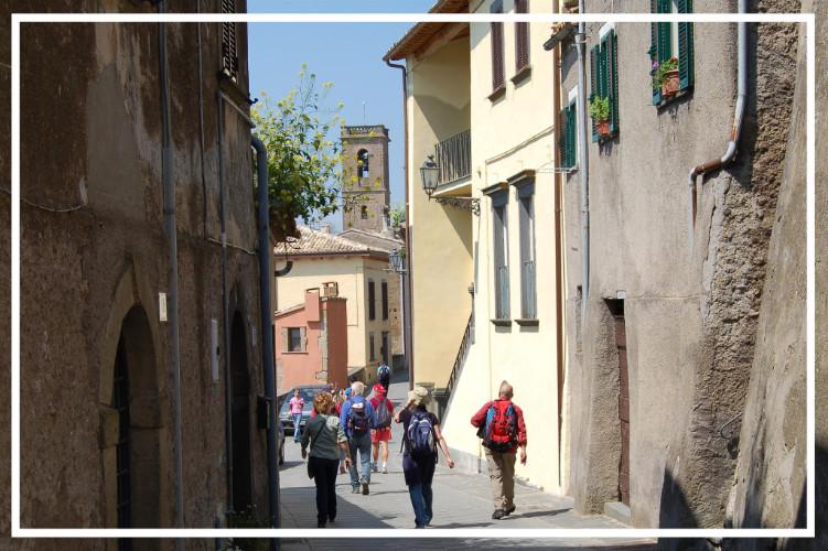 Scoprire il borgo di Lubriano e la magnifica terrazza sulla Valle dei Calanchi