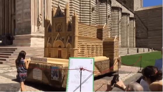 Il Duomo raddoppia con due milioni di spieghe di grano