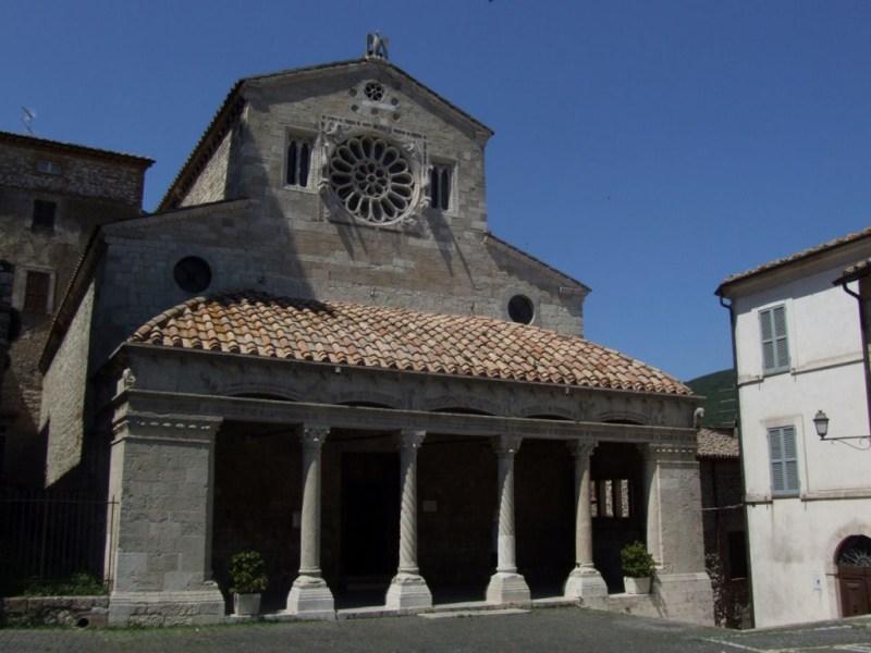 Lugnano, i reperti della necropoli di Poggio Gramignano opitati nella chiesa di Sant'Andrea