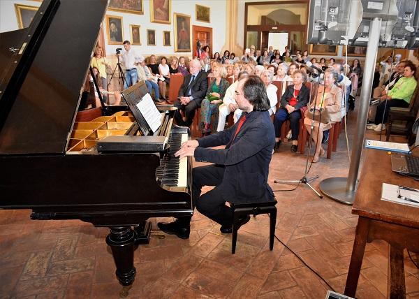 All'Unitre riprendono gli ascolti musicali del maestro Cambri