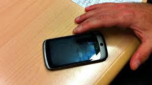 Lascia il cellulare sul tavolo, al suo ritorno non c'era più. Rumeno denunciato per ricettazione