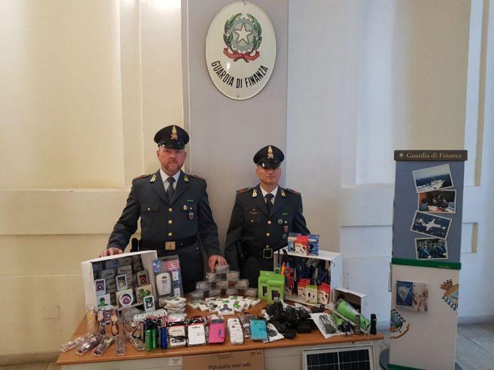 Tremila prodotti abusivi, pizzicato dalla Gdf di Orvieto ambulante al mercato