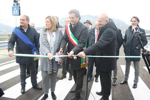 VIDEO TELEORVIETOWEB – Inaugurazione primo tratto Complanare. Taglio del nastro sul ponte Sandro Pertini