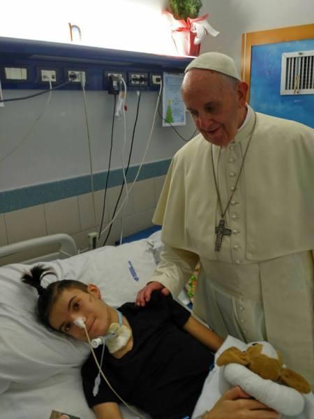 La visita inaspettata di Papa Francesco a Nicola Bracaccia, il ragazzo guerriero che lotta per la vita