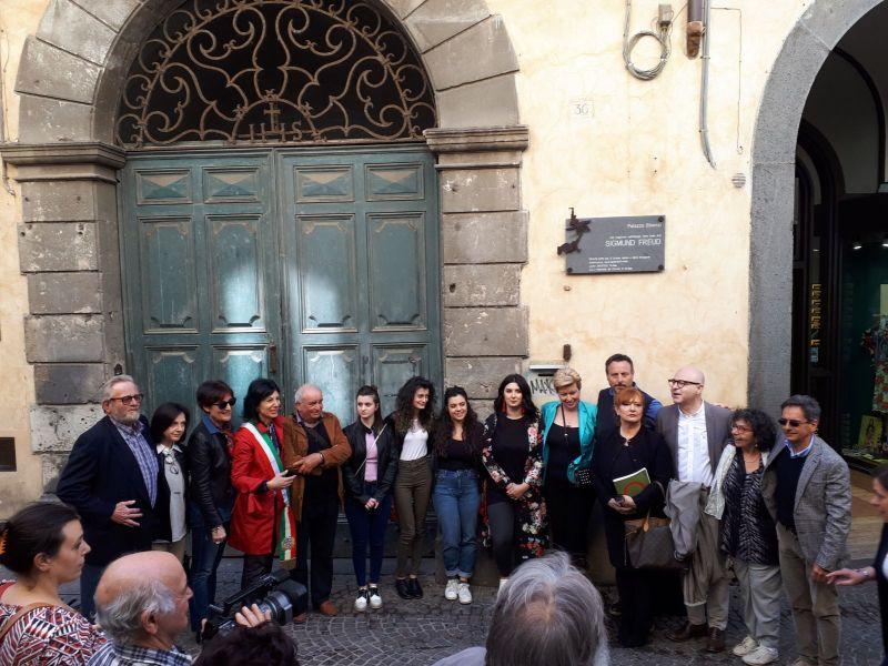 """""""Freud e Orvieto"""": svelata la targa a Palazzo Bisenzi. Si gettano le basi per un percorso culturale"""