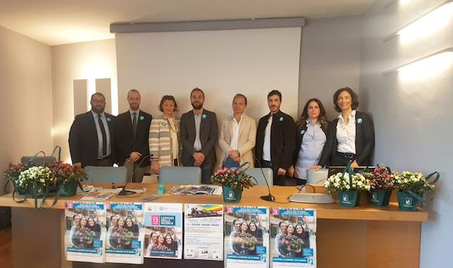 Torna l'appuntamento con l'Azalea della Ricerca di AIRC, il fiore simbolo della lotta contro i tumori femminili