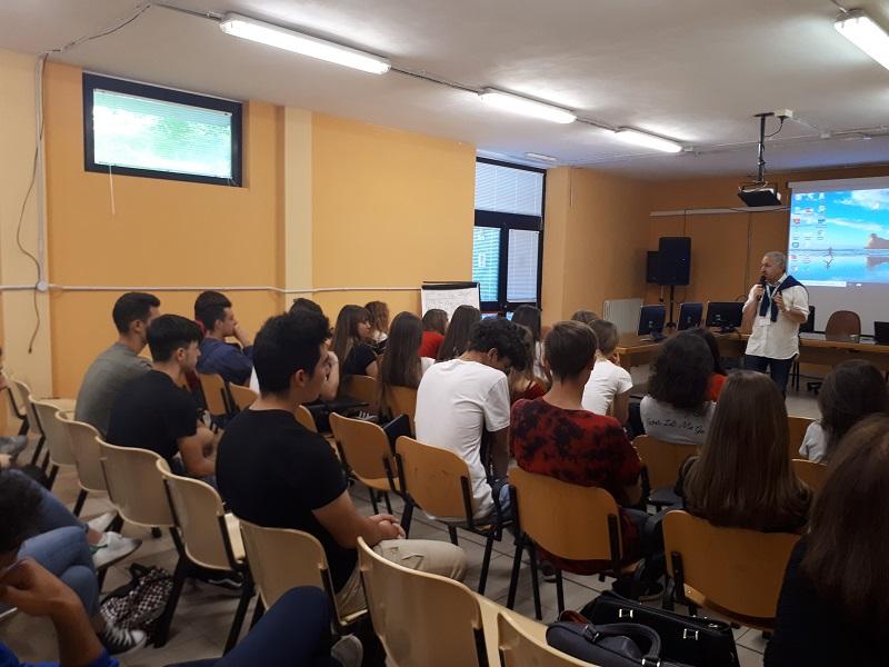 """Legalità e infanzia, gli studenti dell'IISS """"C. A. Dalla Chiesa"""" incontrano Giuseppe Carrisi"""