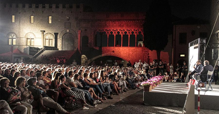 A Caprarola entra nel vivo il Festival Di Voci e di Suoni con il Canzoniere Grecanico Salentino