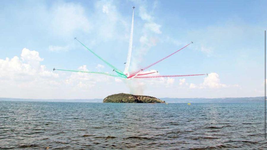 """Air Show, le Frecce incantano gli spettatori. Grande successo per l'air show """"Lago di Bolsena – memorial Scoponi"""""""