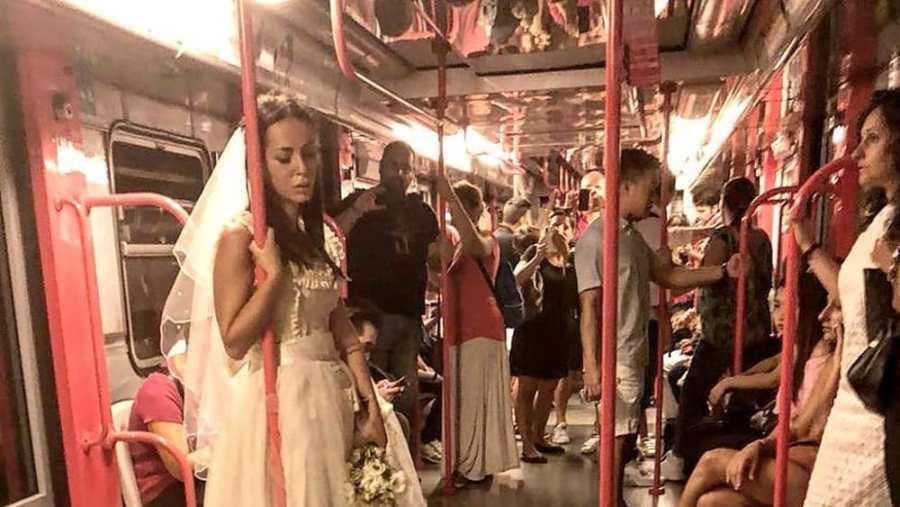 Da Milano a Roma una giovane sposa in lacrime. Realtà o esperimento sociale?