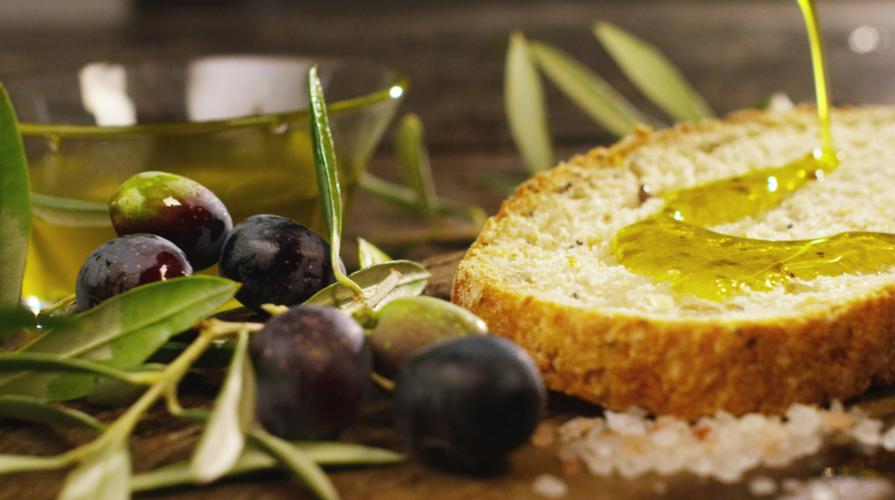 """""""Non basta dire olio: come assaggiare l'olio extravergine di oliva"""", ospite l'agronomo Bruno Cirica"""