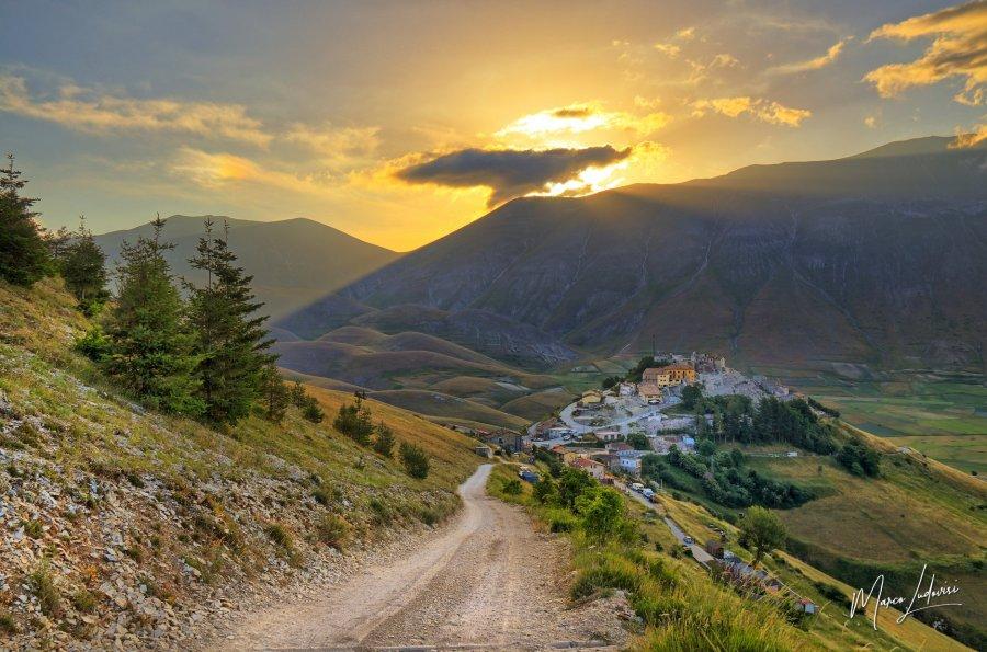 L'alba su Castelluccio di Norcia raccontata dagli scatti di Marco Ludovisi