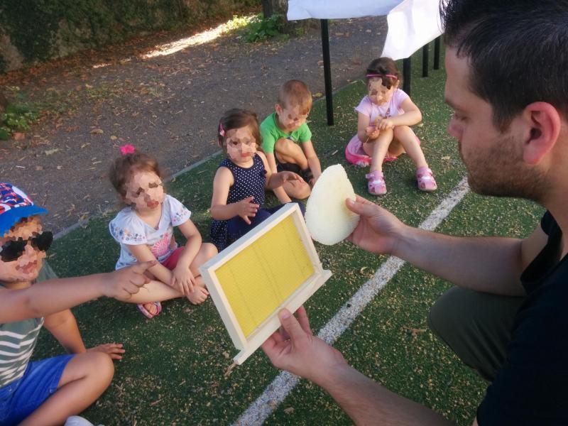 Alla scoperta del miele attraverso un succulento percorso sensoriale, protagonisti i bambini dell Scuola dell'Infanzia di Porano