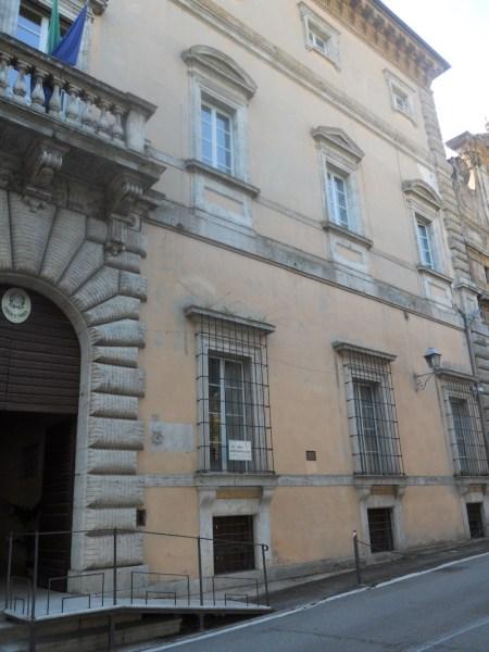 Ispezione del cornicione di Palazzo Crispo Marsciano in Piazza Marconi