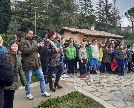 Festa dell'albero, a Montecchio i bambini piantano ulivi