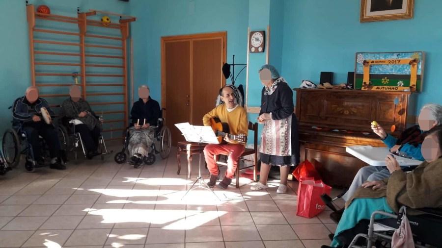 Canti popolari e movimento creativo per gli ospiti della residenza Protetta S. Giovanni Bosco di Monteterubiaglio