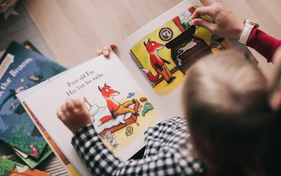 """Consegna del primo Koob-i ai bambini con """"l Lettori Portatili"""""""