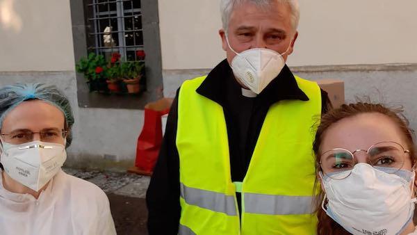 Coronavirus, l'elemosiniere di Papa Francesco fa visita alle suore di Porano