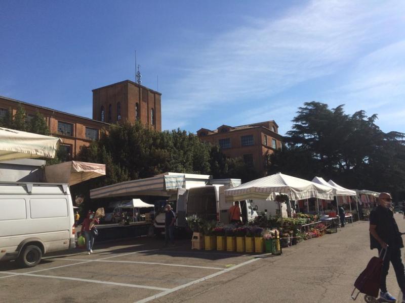 """Per il mercato settimanale in Piazza d'Armi fermata della linea circolare """"C"""" del Tpl"""