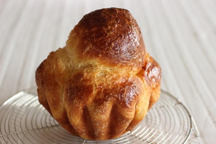実は巨大。粉200g分。バターは通常よりかなり控えめ。
