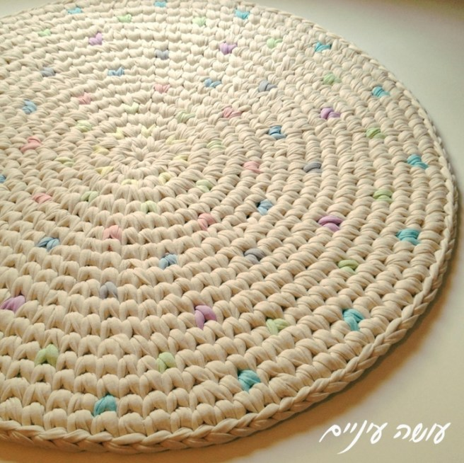 הפרפרים של טובה - שטיח טפסטרי מחוטי טריקו - עושה עיניים || T-shirt yarn / Trapillo - Tapestry Crochet rug