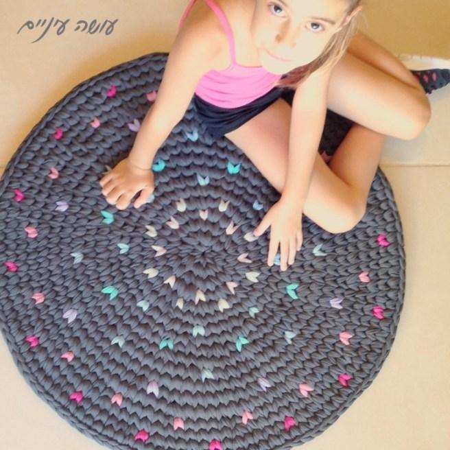 שטיח הפרפרים של טובה - שטיח טפסטרי מחוטי טריקו - עושה עיניים || T-shirt yarn / Trapillo - Tapestry Crochet rug