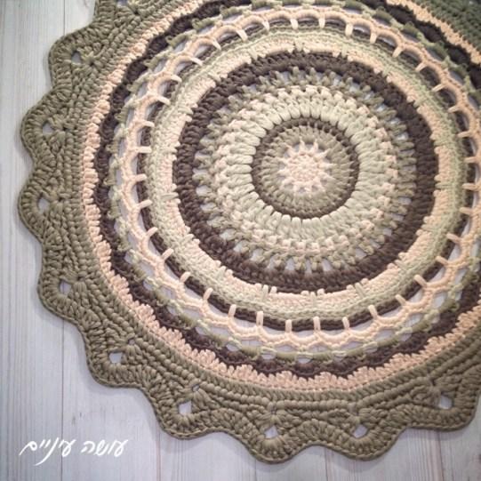 עושה עיניים - שטיח מנדלת חורף מחוטי טריקו || OsaEinaim - T-shirt yarn rug - Winter mandala