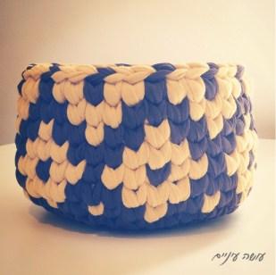 עושה עיניים - סלסלת טפסטרי מחוטי טריקו    OsaEinaim - T-shirt yarn tapestry basket