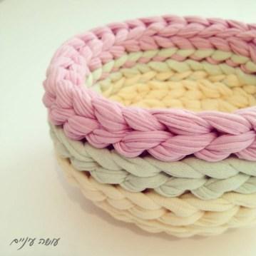 עושה עיניים - סלסלה מחוטי טריקו    OsaEinaim - T-shirt yarn basket