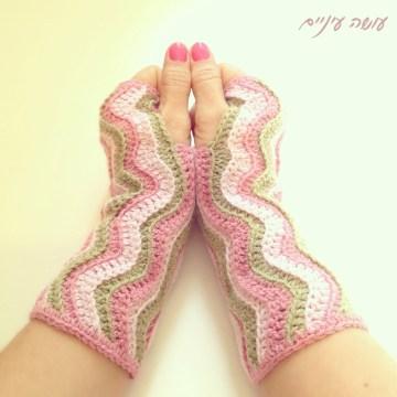 Osa Einaim - Wavy wrist warmers pattern    עושה עיניים - מחממי ידיים בדוגמת גלים