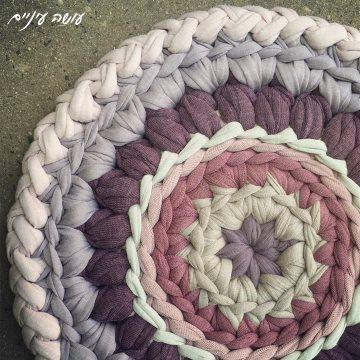 עושה עיניים - תחתית לסיר סרוגה מחוטי טריקו    OsaEinaim - Crochet T-shirt yarn potholder