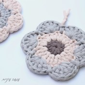 עושה עיניים - פרוייקט תחת - תחתית לסיר סרוגה מחוטי טריקו    OsaEinaim - Crochet T-shirt yarn potholder