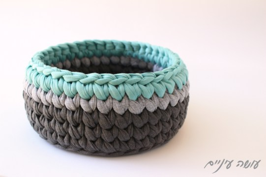 עושה עיניים - סלסלה סרוגה מחוטי טריקו    OsaEinaim - Tshirt yarn Trapillo crochet basket