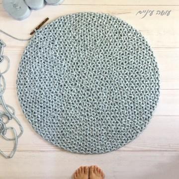 עושה עיניים - דוגמת שטיח כוכבים סרוג מחוטי טריקו    Osa Einaim - Star rug - crochet t-shirt yarn rug pattern