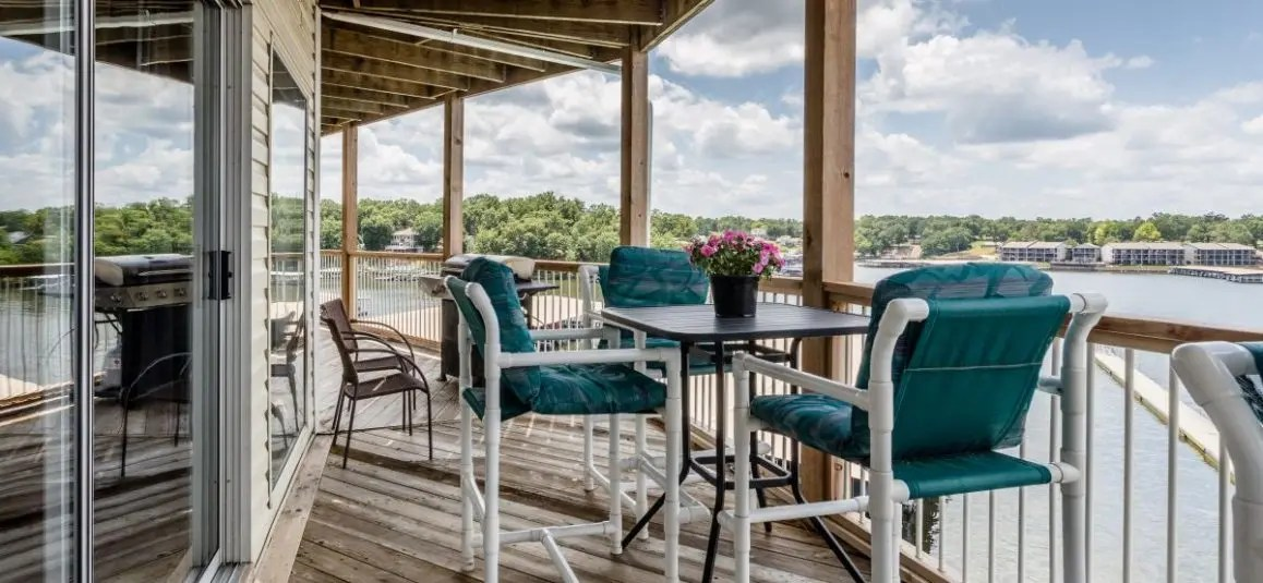 Sunset Paradise- Expansive Deck with Unprecedented Views of the Lake!