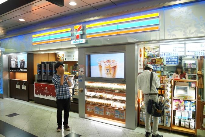 大阪駅 中央口-(1)
