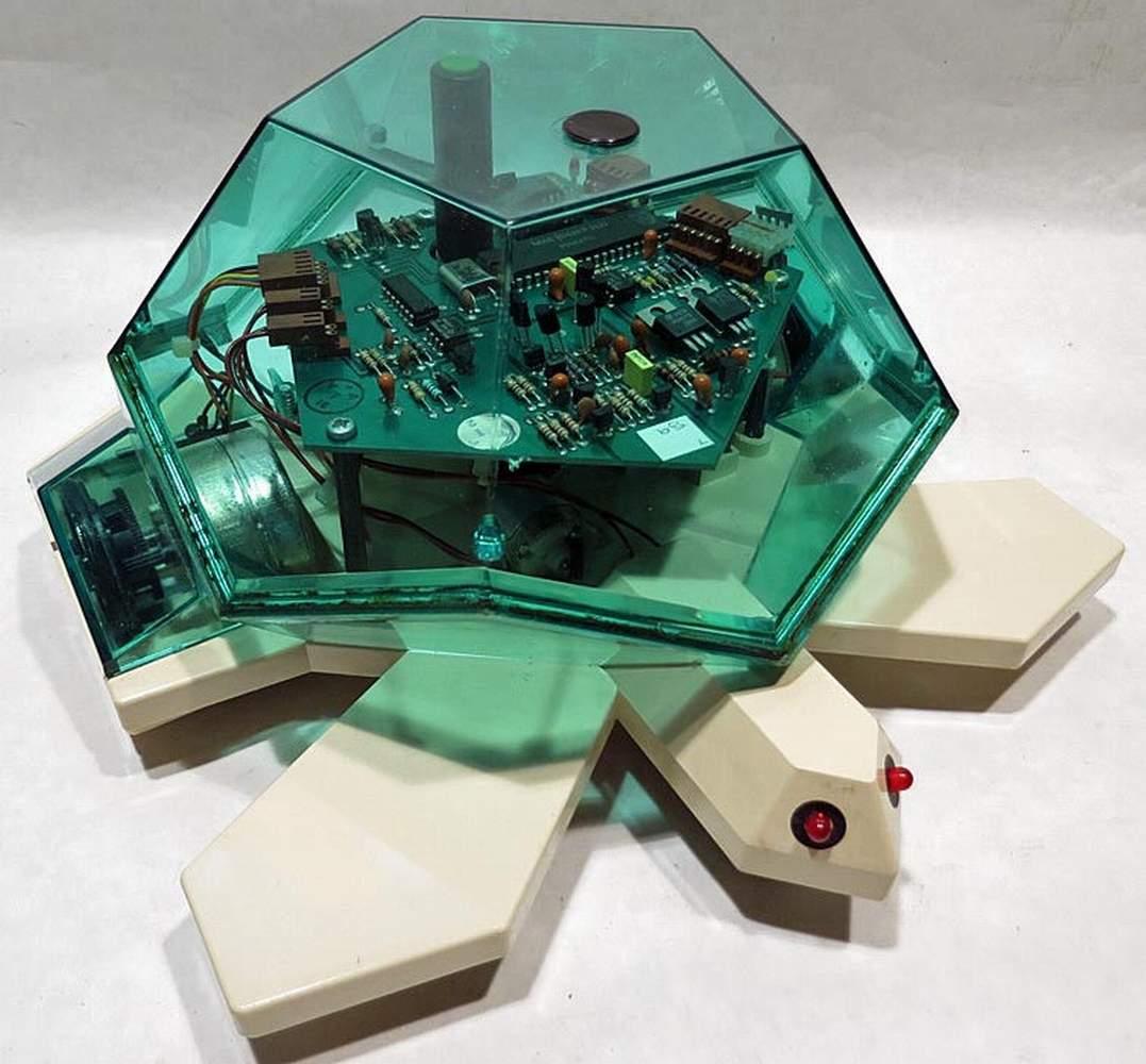 Robô em formato de tartaruga usado com ambiente LOGO