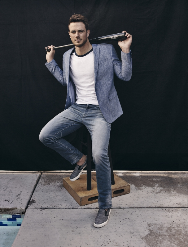 EXPRESS Signs Baseball Star Kris Bryant as Latest Brand Ambassador (PRNewsFoto/EXPRESS, Inc.)