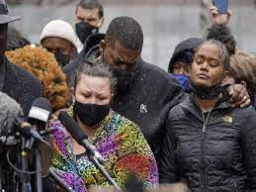 Protesters, police clash for third night over US police shooting - Times of  India