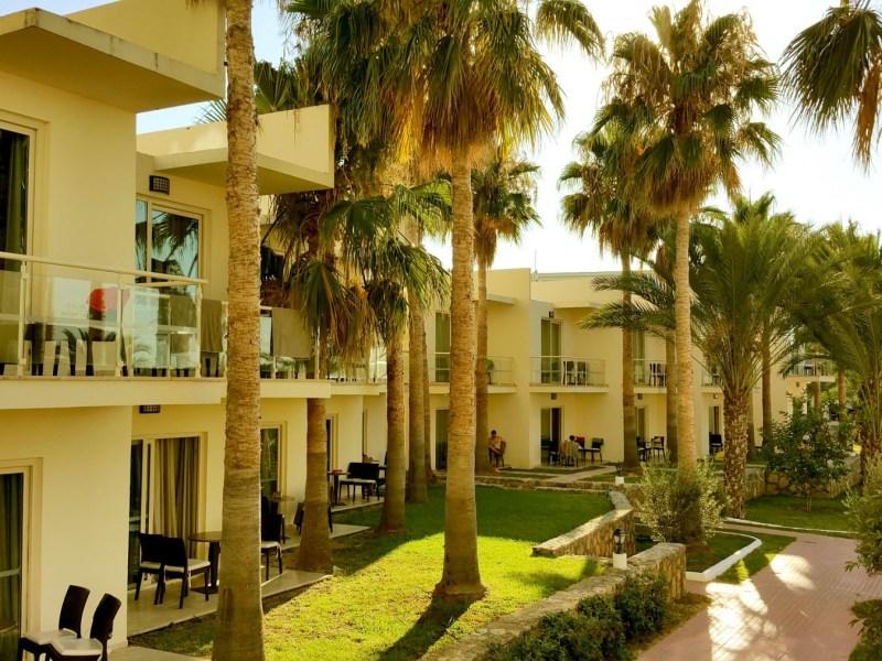 Oscar-Resort-Hotel-Poolside-Rooms