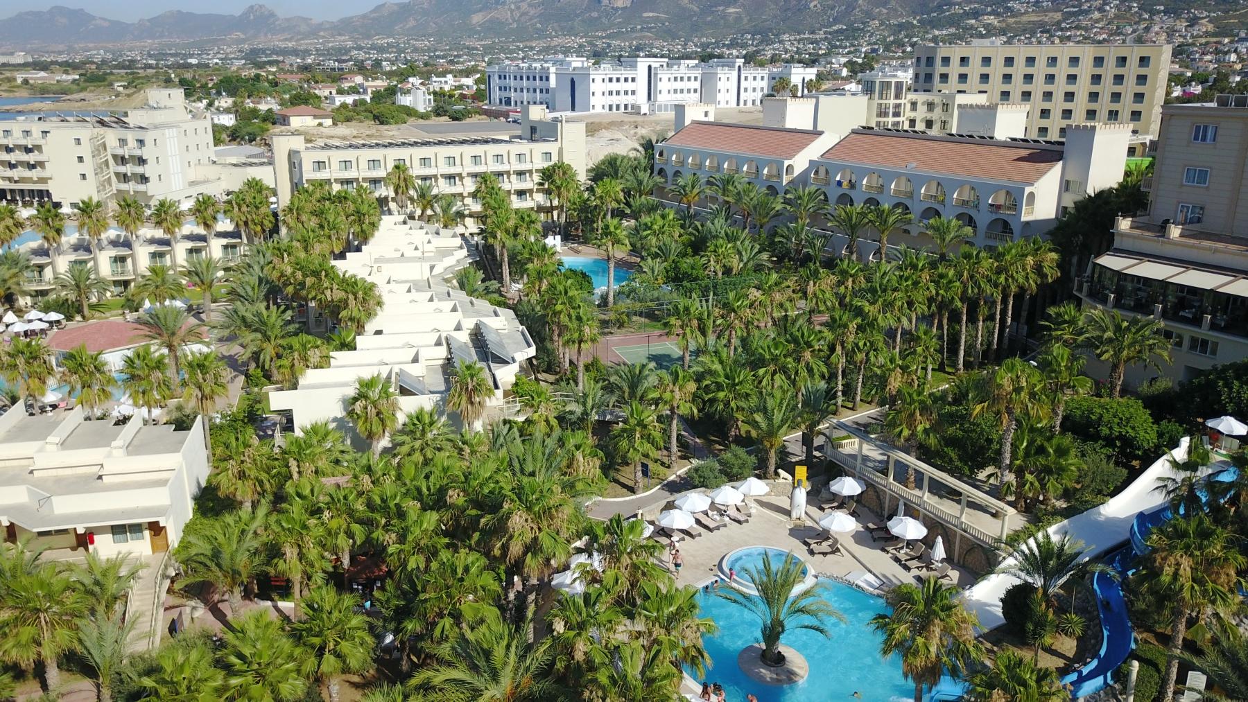 oscar_resort garden